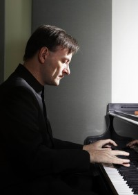 Stephen Hough, klavír