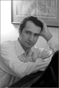 Adam Skoumal, klavír