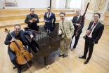 Prví hráči orchestra SF a klavirista Ladislav Fančovič foto © Alexander Trizuljak 2247